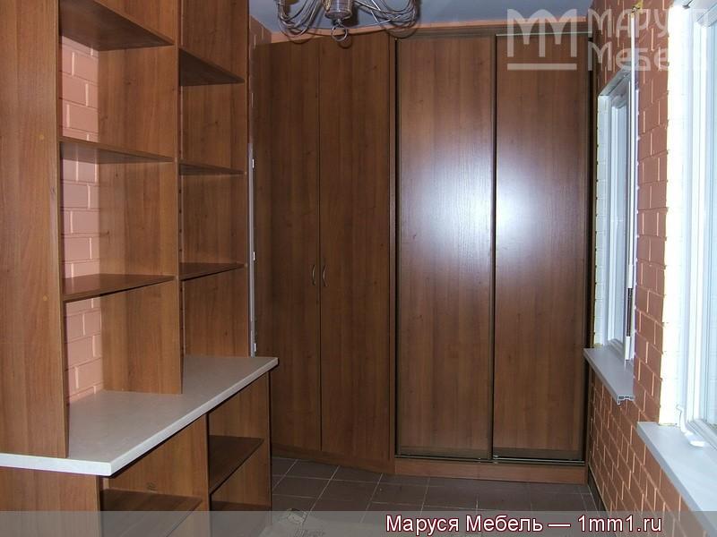 """Шкаф-купе в маленькой комнате - фабрика """"маруся мебель""""."""